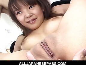 Saki Ogasawara has her pussy shaved and then toyed