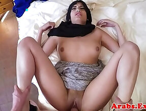 Muslim amateur gives great head before pounding