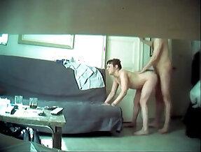 Cogiendo a la esposa del amigo en camara escondida