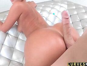 Round booty fuck
