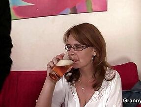 Drunken mommy gets cunt drilled