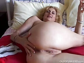 Cougar fucks pussy and ass