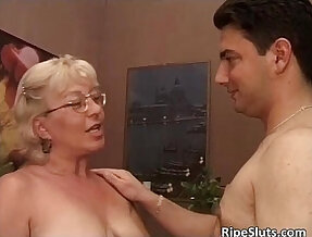 Old slut got doggy fucked by some horny