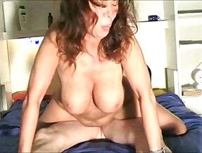 Caterina goda la scopata in differente posizione