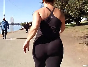 Candid Asian Nutbooty in Yogapants